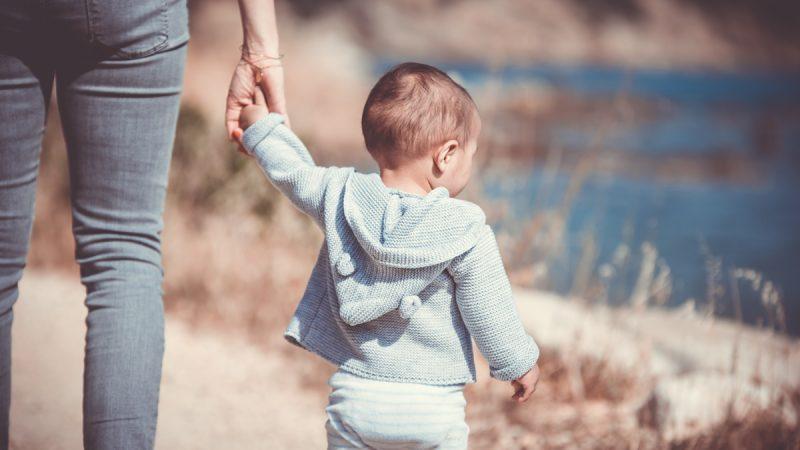 Quand peut-on sortir bébé après sa naissance ?